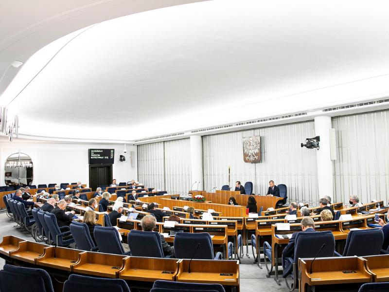 Projekt nowelizacji ustawy o radach pracowników przyjęty przez komisje senackie